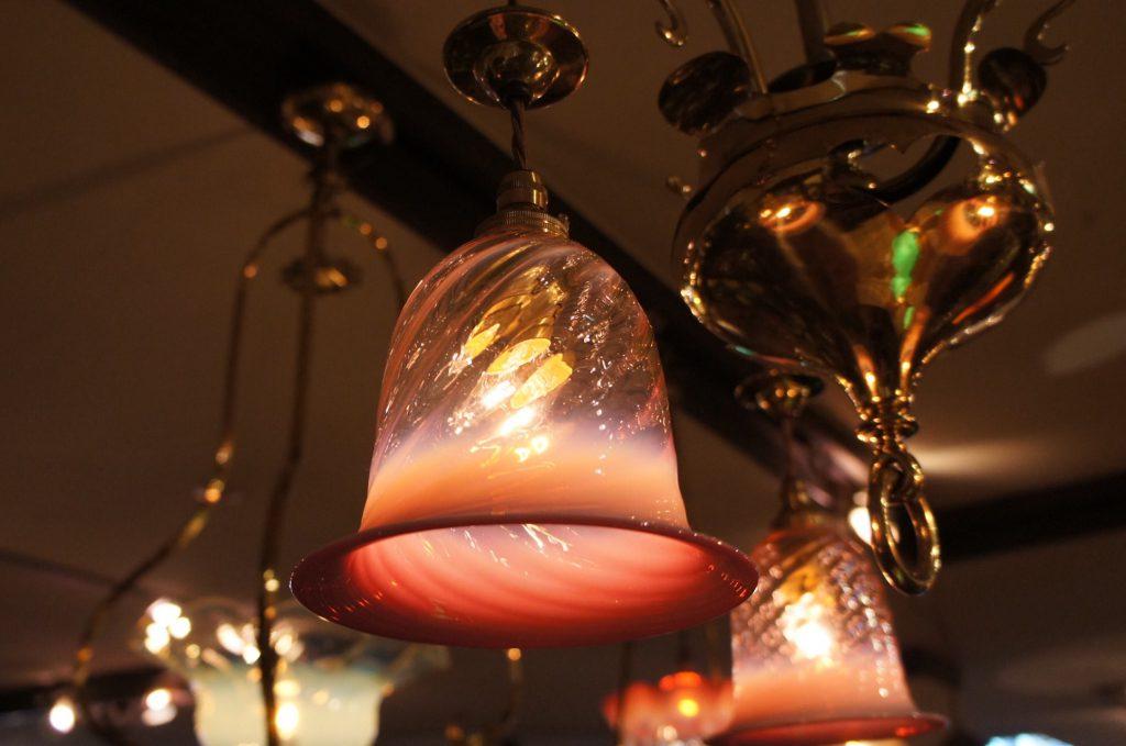 ヴァセリンガラス アンティーク ヴァセリンガラス・3灯シャンデリア – 572591 (SOLD)|ヴァセリンランプ 西洋・アンティーク家具の専門店「家具のこばやし」- 福島県福島市アンナガーデン