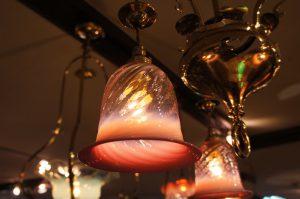 ヴァセリンガラス アンティーク ヴァセリンガラス・3灯シャンデリア – 572591|ヴァセリンランプ 西洋・アンティーク家具の専門店「家具のこばやし」- 福島県福島市アンナガーデン