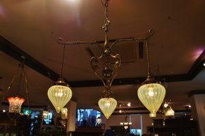 ヴァセリンガラス アンティーク ヴァセリンガラス・3灯シャンデリア – JNKB4-8   |ヴァセリンランプ 西洋・アンティーク家具の専門店「家具のこばやし」- 福島県福島市アンナガーデン