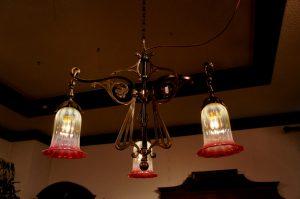 ヴァセリンガラス アンティーク ヴァセリンガラス・3灯シャンデリア – 60303|ヴァセリンランプ 西洋・アンティーク家具の専門店「家具のこばやし」- 福島県福島市アンナガーデン