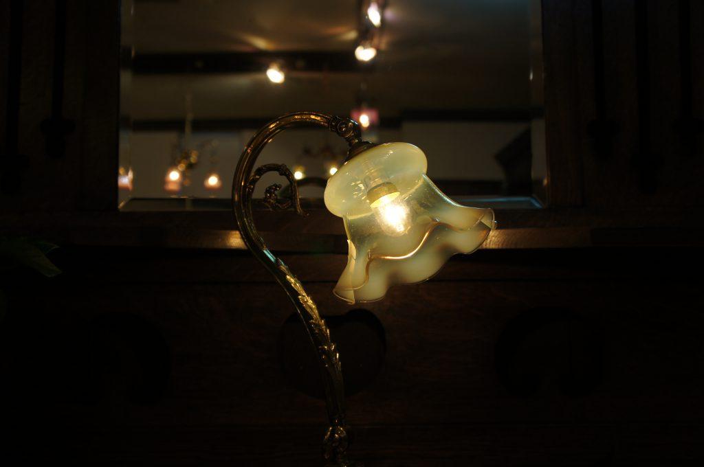 ヴァセリンガラス アンティーク ヴァセリンガラス・ランプシェード – 30023|ヴァセリンランプ 西洋・アンティーク家具の専門店「家具のこばやし」- 福島県福島市アンナガーデン