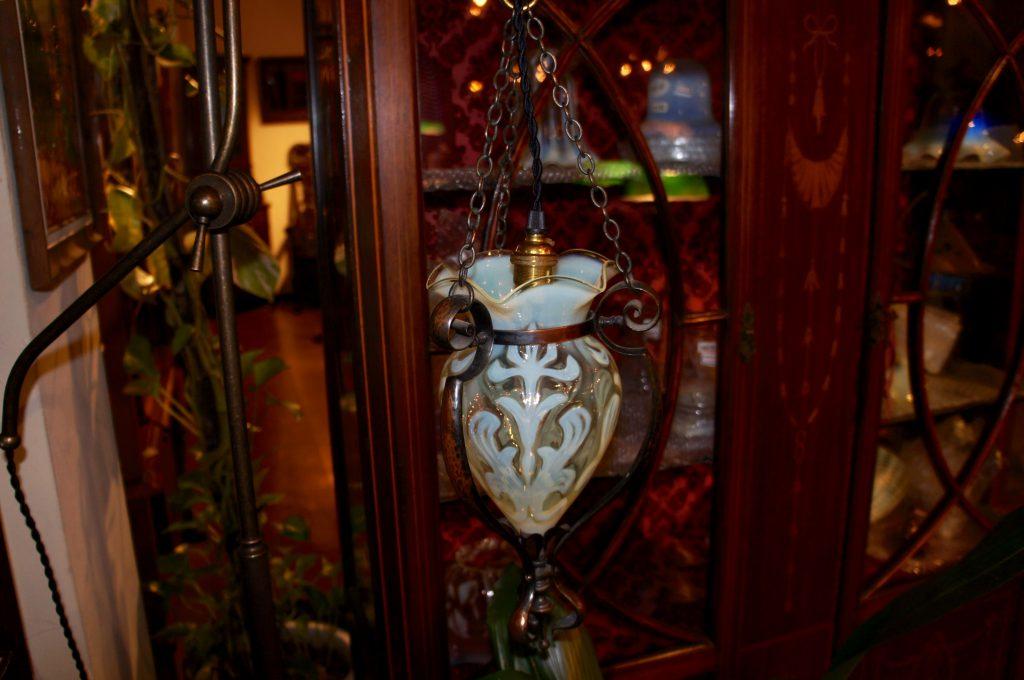 ヴァセリンガラス アンティーク ヴァセリンガラス・フロアランプ – 61002 (SOLD)|ヴァセリンランプ 西洋・アンティーク家具の専門店「家具のこばやし」- 福島県福島市アンナガーデン