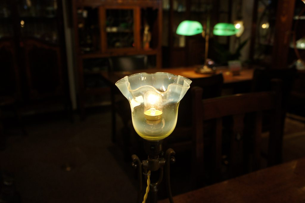 ヴァセリンガラス アンティーク ヴァセリンガラス・ランプシェード – 60053 (SOLD)|ヴァセリンランプ 西洋・アンティーク家具の専門店「家具のこばやし」- 福島県福島市アンナガーデン