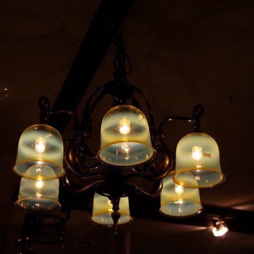 ヴァセリンガラス アンティーク ヴァセリンガラス・6灯シャンデリア – 59003|西洋・アンティーク家具の専門店「家具のこばやし」ヴァセリンガラス・ランプシェード- 福島県福島市アンナガーデン