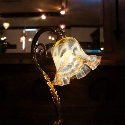 ヴァセリンガラス アンティーク ヴァセリンガラス・ランプシェード – 60014|西洋・アンティーク家具の専門店「家具のこばやし」ヴァセリンガラス・ランプシェード- 福島県福島市アンナガーデン