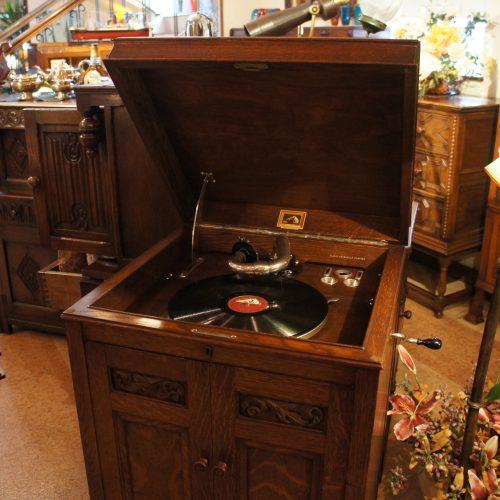 アンティーク家具 HMVグラモフォン(蓄音機)・163型 – 61074 (SOLD)|ヴァセリンランプ 西洋・アンティーク家具の専門店「家具のこばやし」- 福島県福島市アンナガーデン