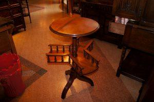 アンティーク家具 ライブラリー・テーブル – 61131 (SOLD)|ヴァセリンランプ 西洋・アンティーク家具の専門店「家具のこばやし」- 福島県福島市アンナガーデン