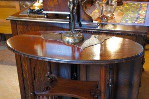 アンティーク家具 サイドテーブル – 59055 (SOLD)|ヴァセリンランプ 西洋・アンティーク家具の専門店「家具のこばやし」- 福島県福島市アンナガーデン