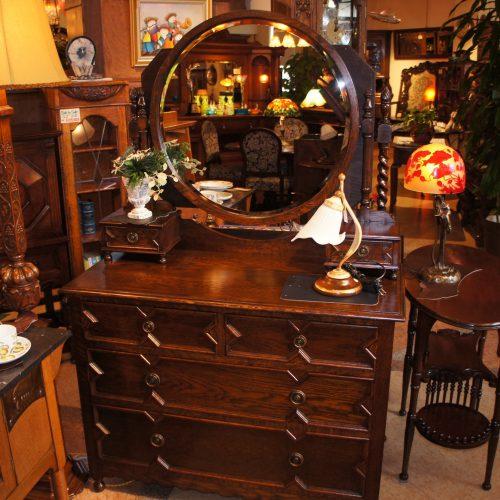 アンティーク家具 ドレッシングチェスト-KAN801165 (SOLD)|西洋・アンティーク家具の専門店「家具のこばやし」ヴァセリンガラス・ランプシェード- 福島県福島市アンナガーデン