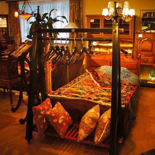 西欧輸入家具・小物 グランドホテル・ラック(コートハンガー)|西洋・アンティーク家具の専門店「家具のこばやし」ヴァセリンガラス・ランプシェード- 福島県福島市アンナガーデン