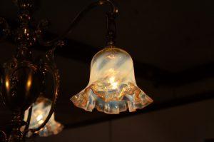 ヴァセリンガラス アンティーク ヴァセリンガラス・3灯シャンデリア – 623258ex|ヴァセリンランプ 西洋・アンティーク家具の専門店「家具のこばやし」- 福島県福島市アンナガーデン