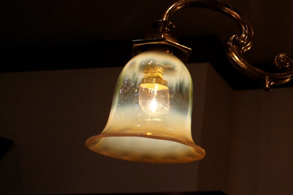 ヴァセリンガラス アンティーク ヴァセリンガラス・3灯シャンデリア – 623655|ヴァセリンランプ 西洋・アンティーク家具の専門店「家具のこばやし」- 福島県福島市アンナガーデン