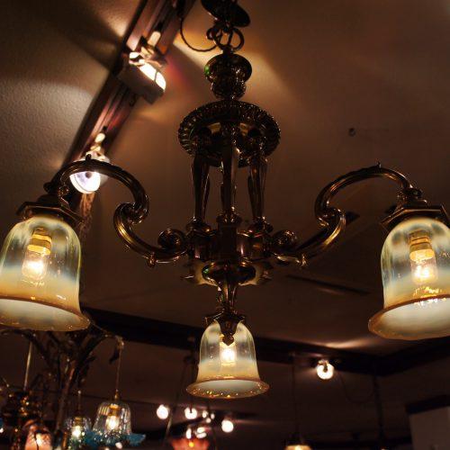 ヴァセリンガラス アンティーク ヴァセリンガラス・3灯シャンデリア – 623655 (SOLD)|ヴァセリンランプ 西洋・アンティーク家具の専門店「家具のこばやし」- 福島県福島市アンナガーデン