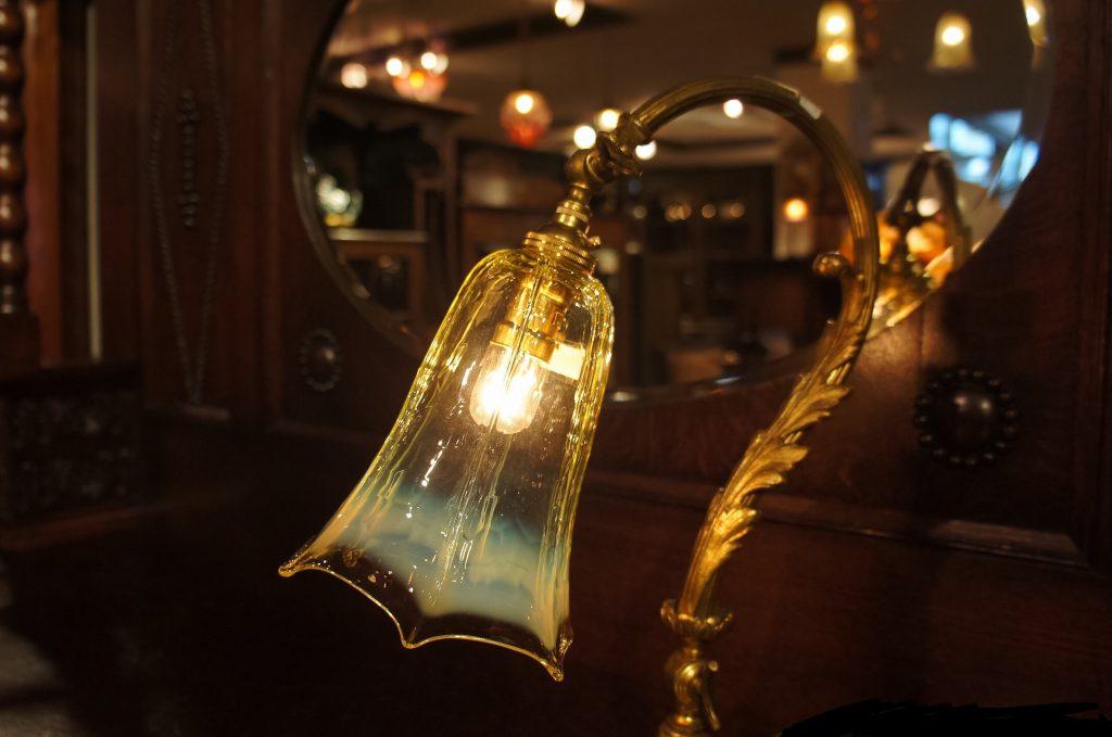 ヴァセリンガラス (NEW) アンティーク ヴァセリンガラス・ランプシェード – 64152|ヴァセリンランプ 西洋・アンティーク家具の専門店「家具のこばやし」- 福島県福島市アンナガーデン