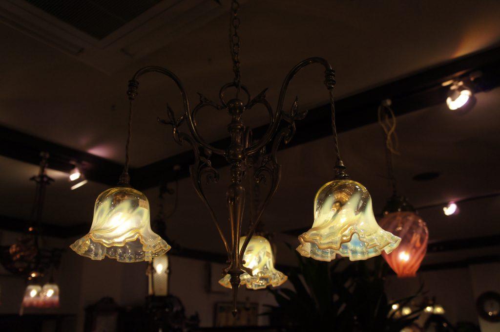 ヴァセリンガラス (NEW) アンティーク ヴァセリンガラス・3灯シャンデリア – 59004+6(New) ヴァセリンランプ 西洋・アンティーク家具の専門店「家具のこばやし」- 福島県福島市アンナガーデン