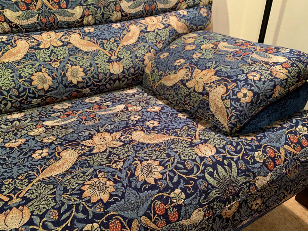 オリジナル家具 オリジナルソファ – ウィリアム・モリス / Strawberry Thief (ブルー)|ヴァセリンランプ 西洋・アンティーク家具の専門店「家具のこばやし」- 福島県福島市アンナガーデン