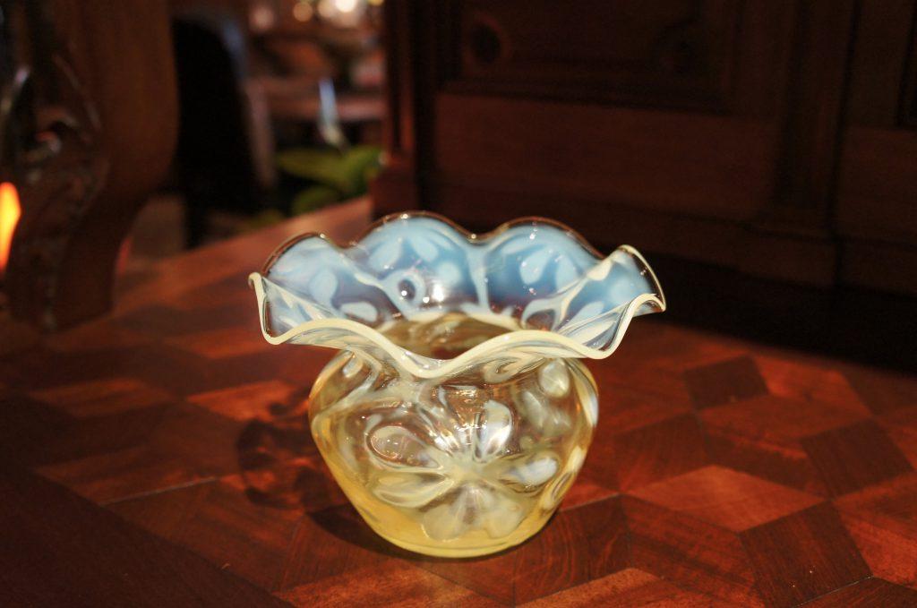 ヴァセリンガラス (NEW) アンティーク ヴァセリンガラス・花瓶 – 22028|ヴァセリンランプ 西洋・アンティーク家具の専門店「家具のこばやし」- 福島県福島市アンナガーデン